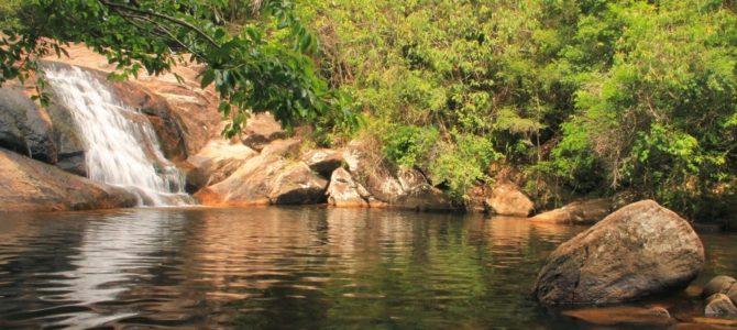 Cachoeira na Praia Grande da Cajaíba e retorno a Paraty, Brasil