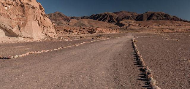 Petroglifos de Yerbas Buenas e Valle del Arcoiris no Deserto de Atacama