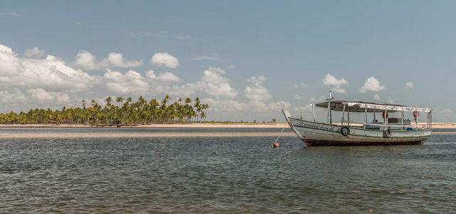 Passeio de barco na da ilha de Boipeba